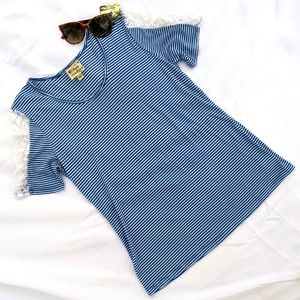 Pretty Rebellious Striped T-shirt w/ lace